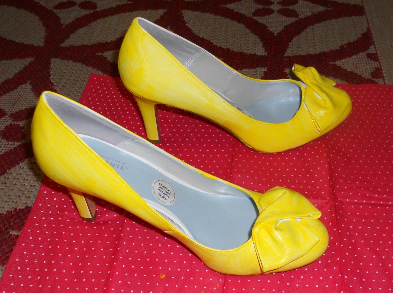 yellow shoe, coat 1